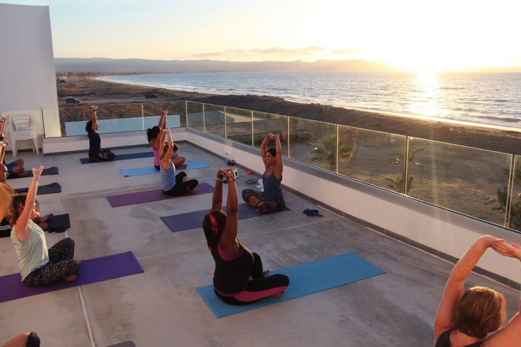yoga-class-retreat-roof-terrace